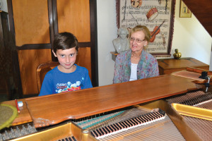 Ben Carelse (9) en sy musiekonderwyser, me Erina Terblanche.