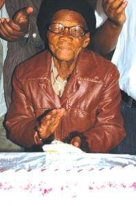 Ouma Sannah Bosch (105) van Bongolethu, Oudtshoorn.